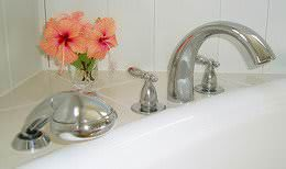 Stylish Delta bathtub faucets